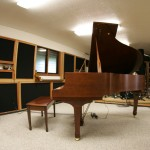 Live Room with Yamaha C3 grand pianio